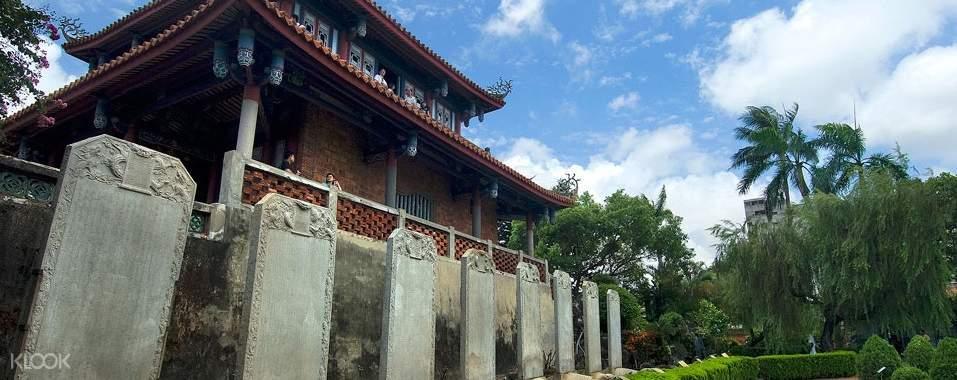 赤崁樓又名為普羅民遮城,是台灣最重要的古蹟之一