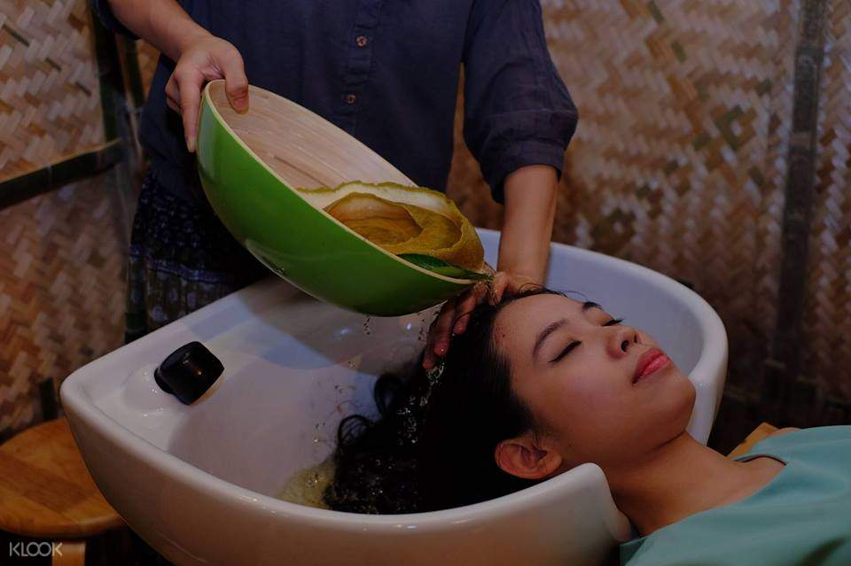 Take a moment for yourself and enjoy traditional hair treatments at Que Mot Cuc spa in Saigon!