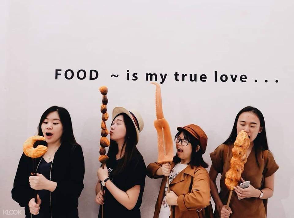 True Love-Food & Friends