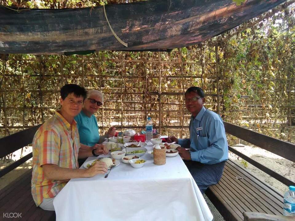 Thonezepay村烹饪课堂