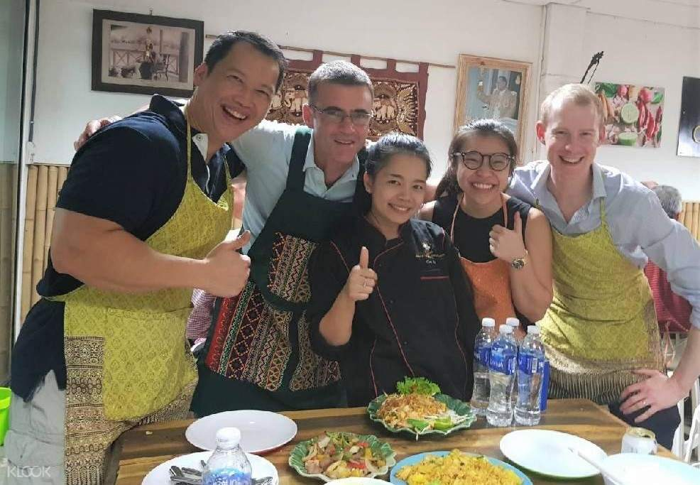 group with dishes in thai chef school bangkok