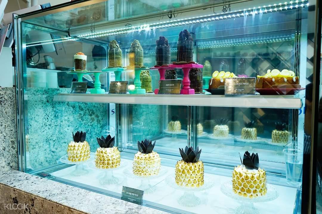 pineapple indulge cake YG Republique in Jeju Shinhwa World Jeju South Korea