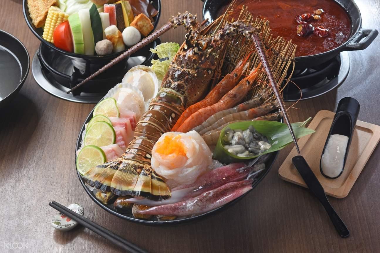 Seafood at Takao1972 Pier 2 at Dayi 2 Station