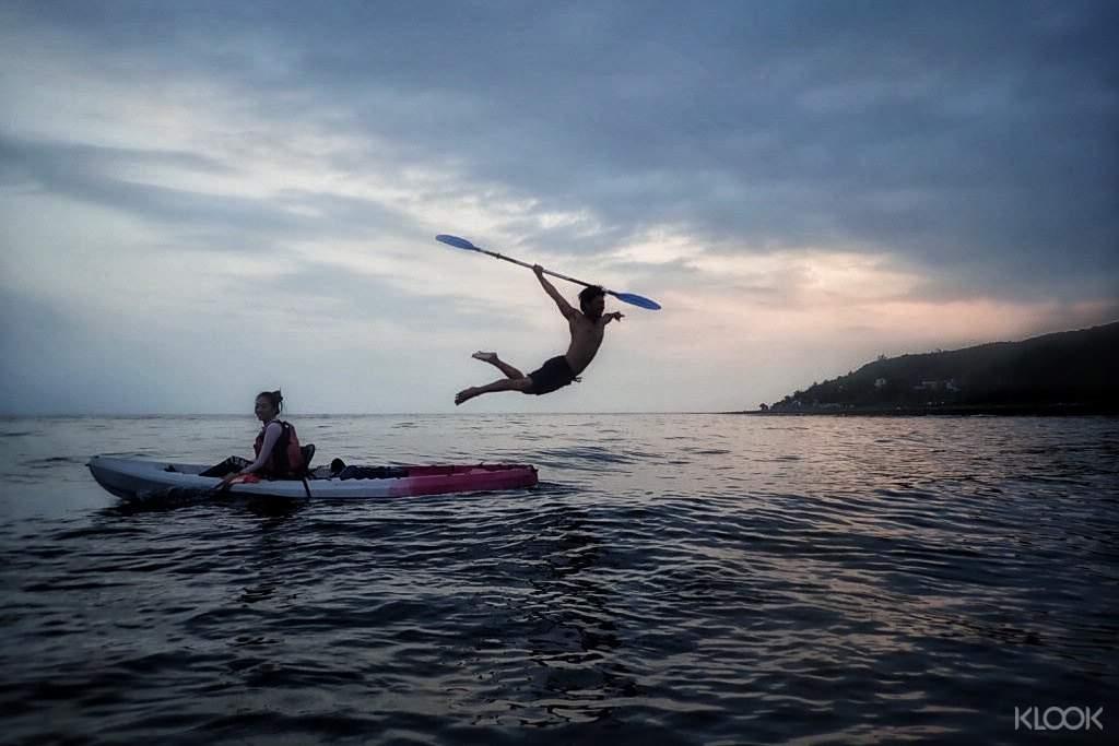 教練在航行中會協助拍照,紀錄滿滿的獨木舟冒險回憶