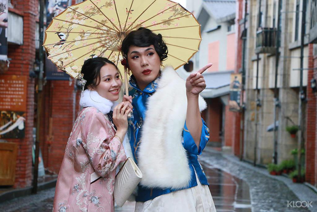 【民初復古服裝遊園體驗】和朋友一起到青春照相館,換上古裝一起拍照享受宜蘭的古色古香吧!