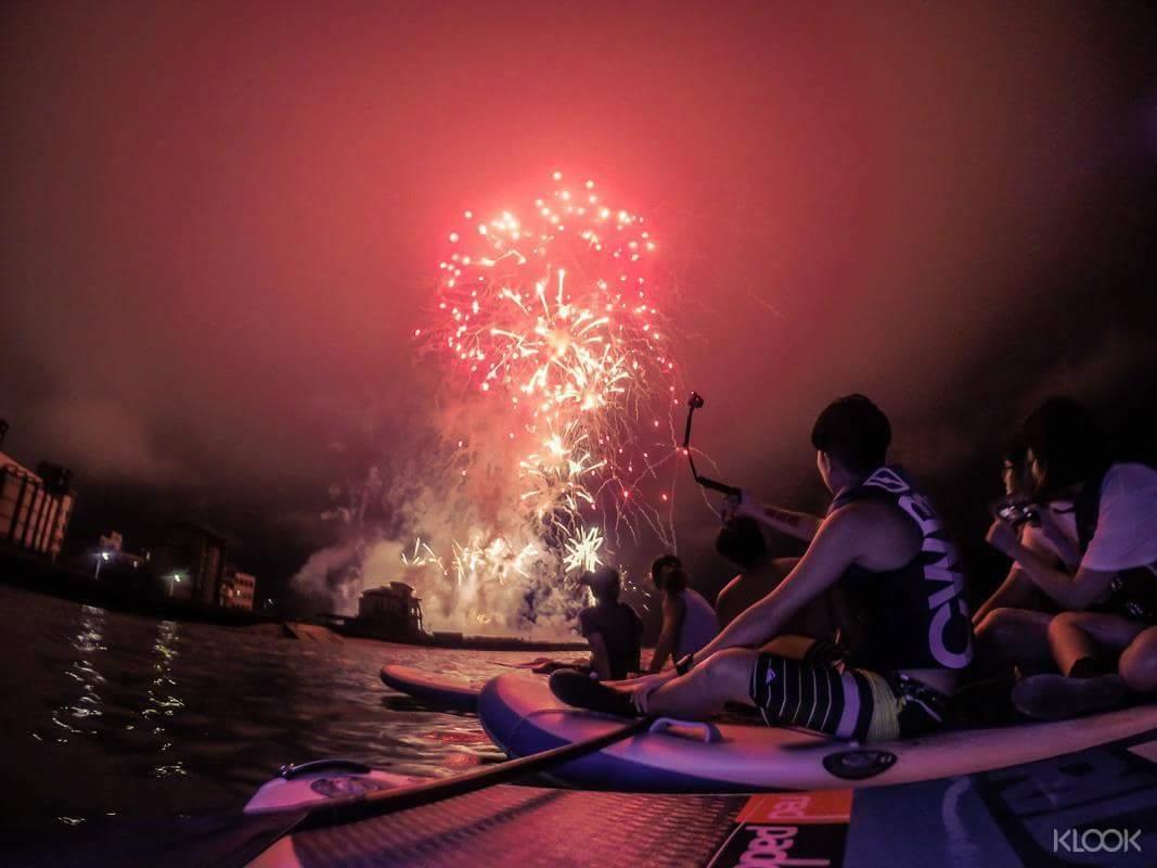 一年一度難得的海上花火節,用最特別的方式觀賞美麗花火