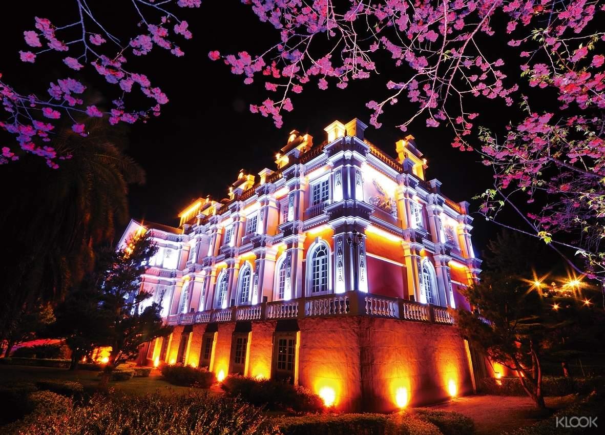 夜櫻開放期間,由大祭師與舞者帶領遊客參與, 一起為夜櫻的活動點燈,揭開璀璨的夜櫻