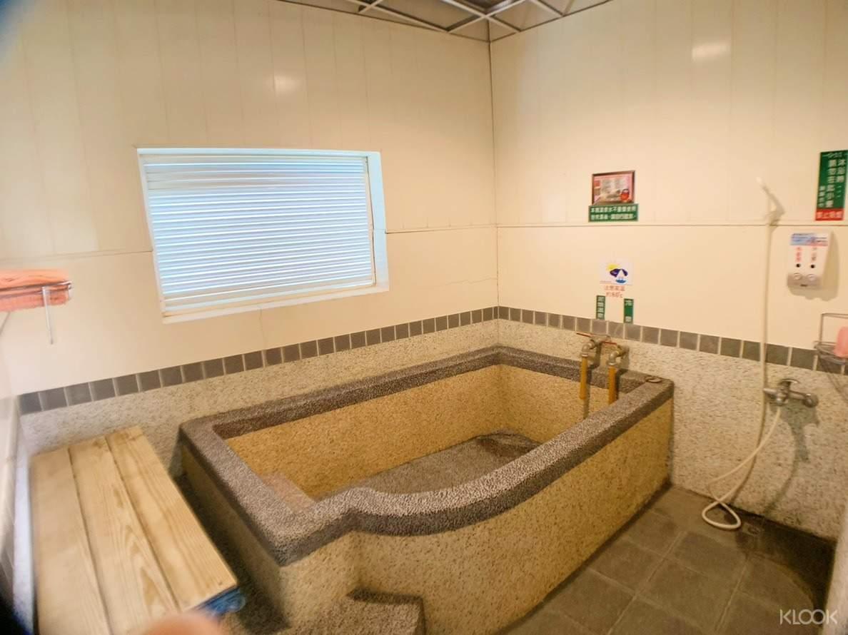 使用專屬泡湯池體驗關子嶺特有的泥漿溫泉