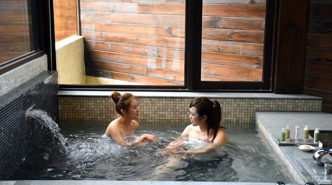 獨立隱密的溫泉湯屋,是與家人或知己幽靜談心的泡湯選擇