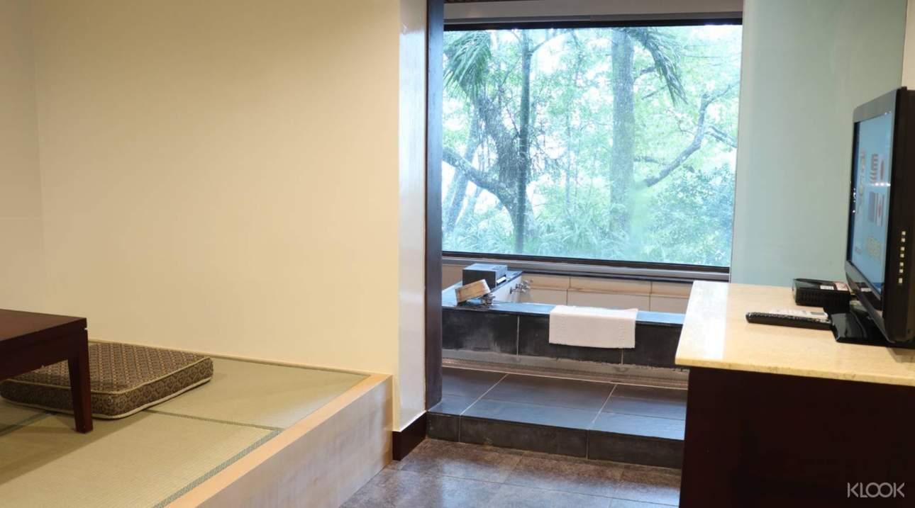 湯屋內部空間寬敞舒適,享有隱私的泡湯空間,讓身心都平靜