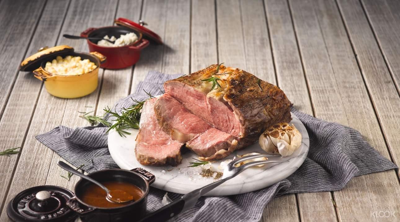鮮嫩多汁的美國嚴選牛排,搭配大理石油花,品味絕佳口感
