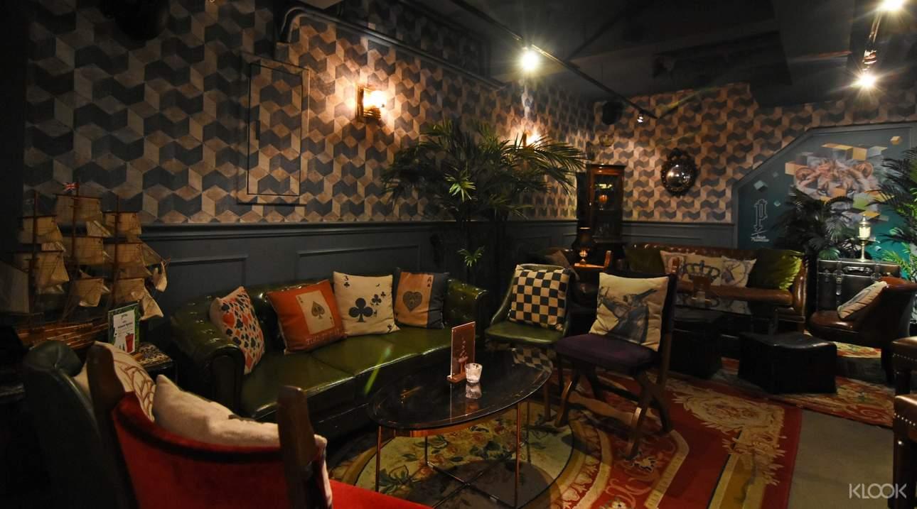 以復古歐式家具搭配現代家具的內部裝潢,奢華卻不失溫馨