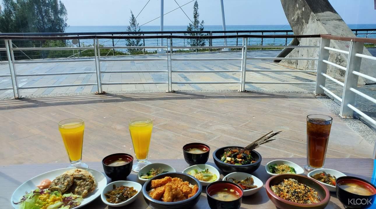 在海味食堂享受豐盛的一餐,補充體力繼續遊玩!