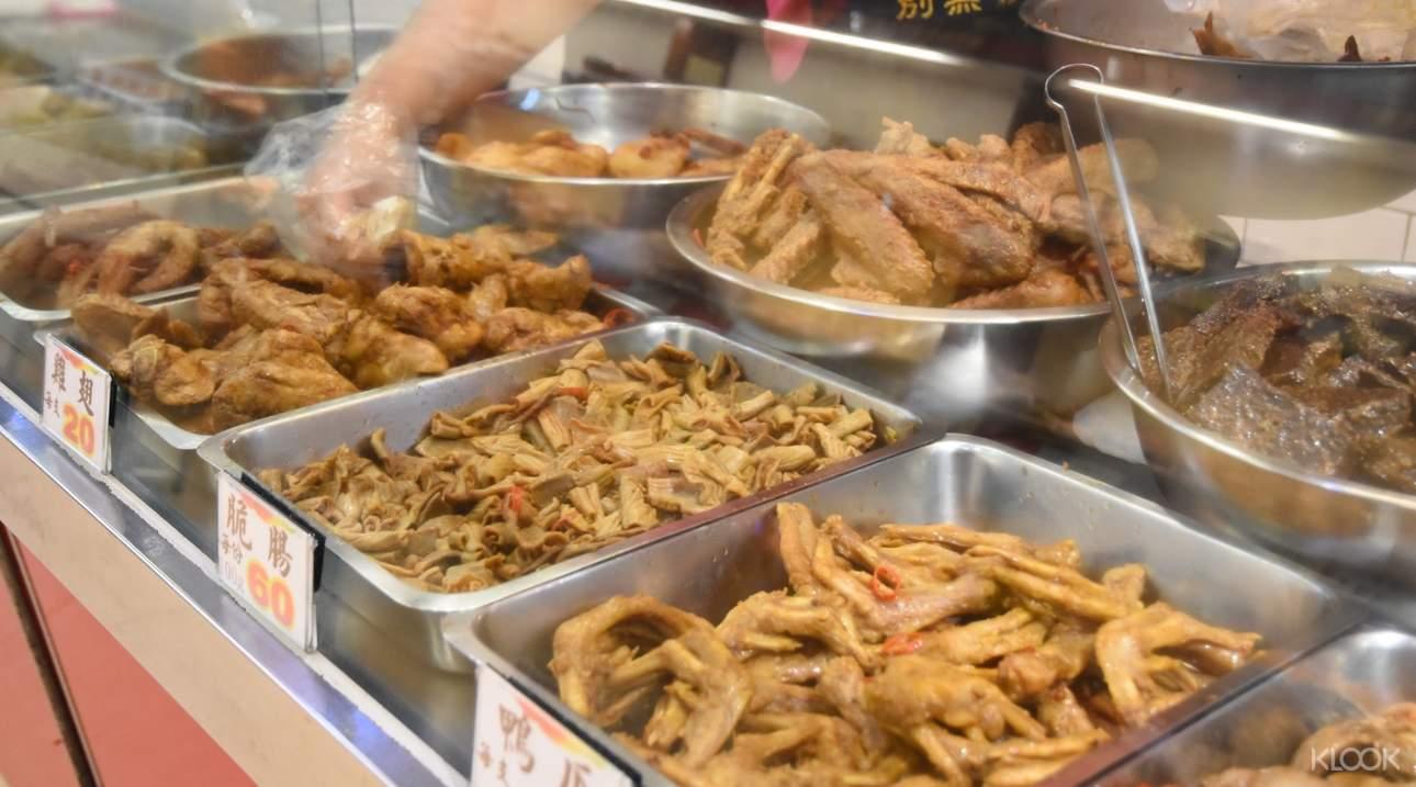 來到上海老天祿,千萬別錯過鴨舌頭之外的雞翅、脆腸、鴨爪,以及百頁豆腐