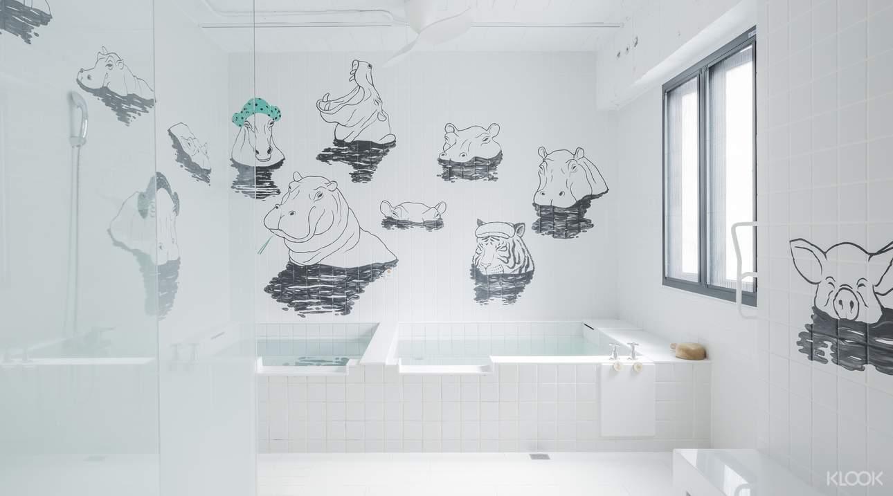 藝術澡堂M有多種主題湯屋,其中「河馬浴場」的靈感,來自知名漫畫改編電影羅馬浴場,享受泡湯時,有可愛的河馬們作伴,更添幸福感