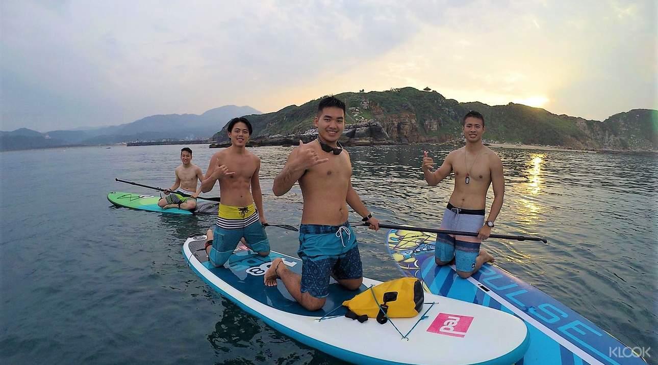 與三五好友一起體驗悠閒划槳的樂趣