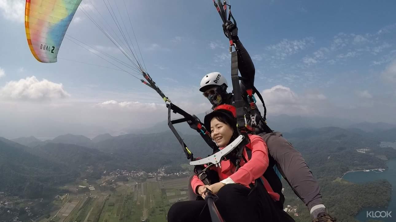 享受滑翔傘極速快感,留下一段難忘的飛行體驗