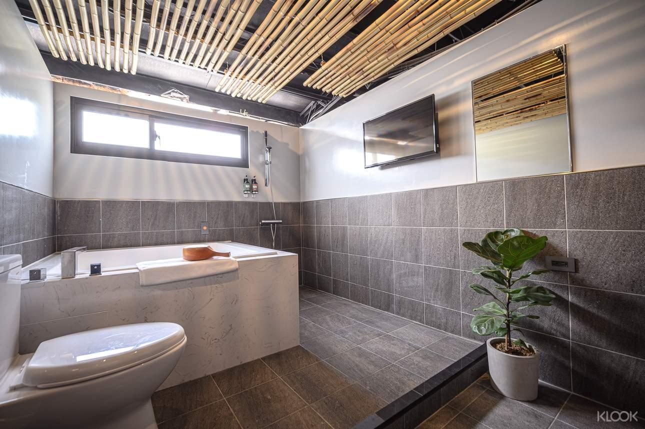 風華漾明亮的日式湯屋,每間湯屋皆限2人使用,與朋友一同體驗獨立泡湯