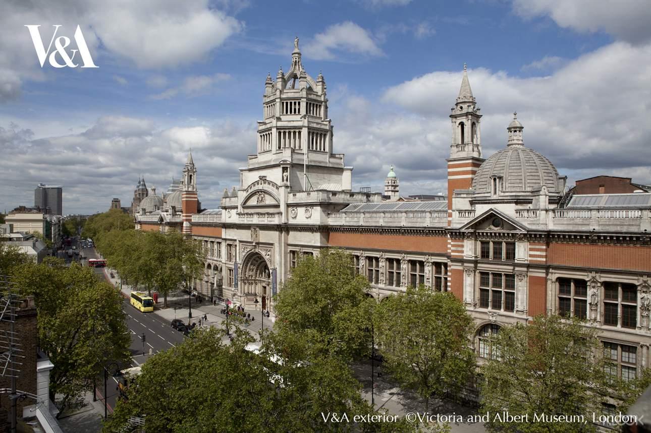 關於維多利亞與亞伯特博物館(V&A) 於1852年開幕,座落在英國最壯麗的維多利亞及現代建築群之中,收藏了五千多年來許多人類的創意結晶。兩間寬闊的鑄模展示廳中,展出數百件石膏複製品,例如米開朗基羅的大衛像。