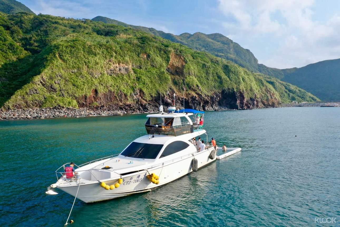 乘坐遊艇探索今年最夯的龜山島仙境(遊艇方案)