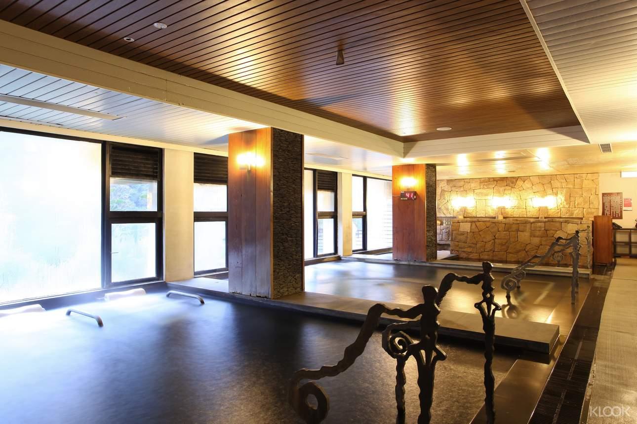 室內池設有按摩水療、蒸氣室及烤箱,輕鬆享受頂級設備