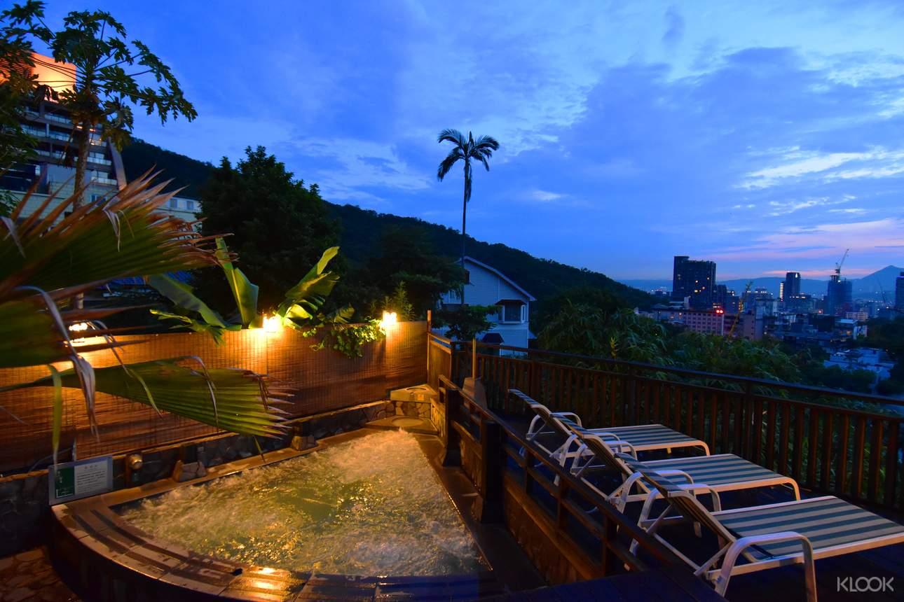 如想要在夜晚靜謐時候泡溫泉,可選擇露天風呂星光票,邊泡溫泉邊欣賞夜景,放鬆身心