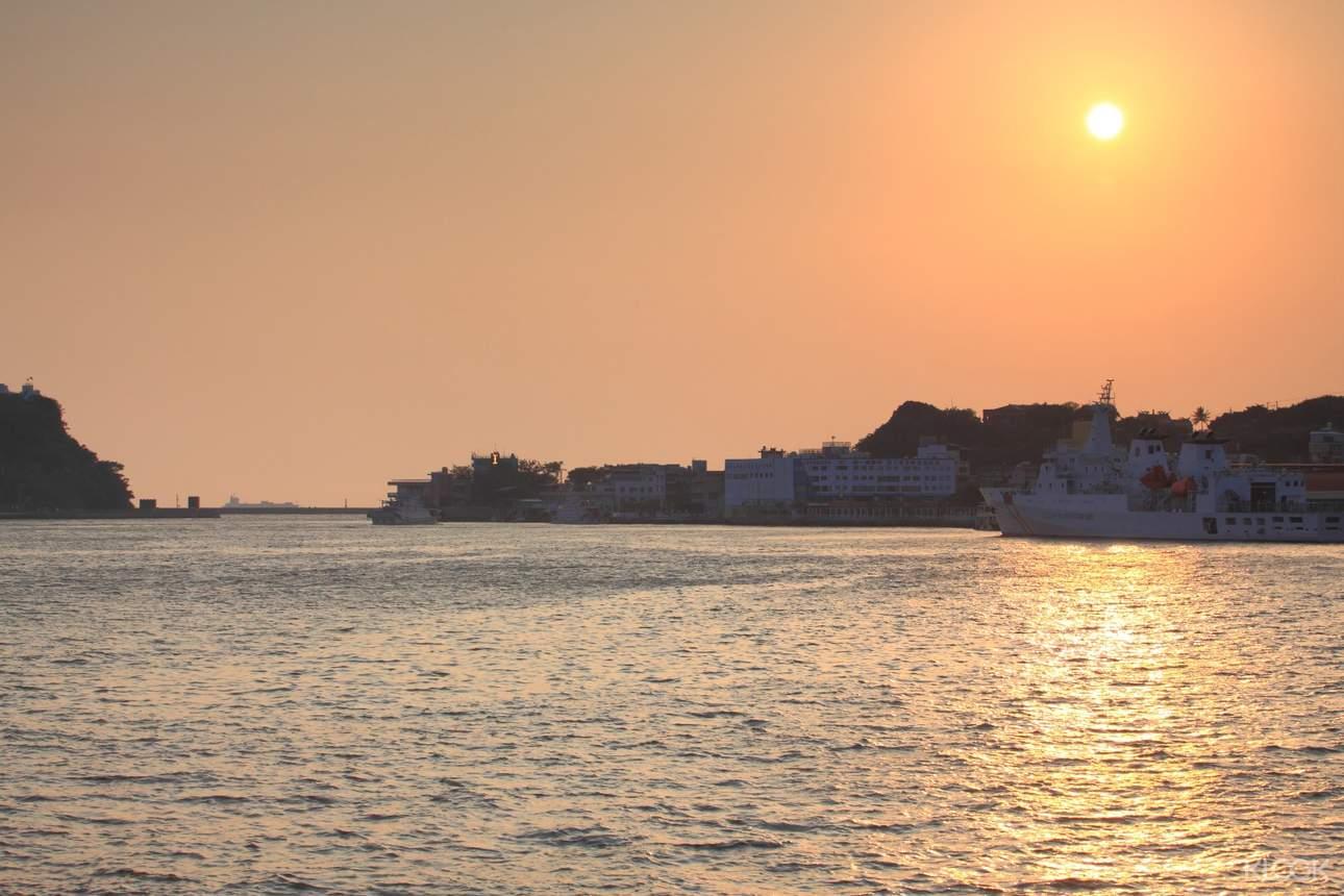 感受港都日落的璀璨,欣賞沿岸的南台灣之美