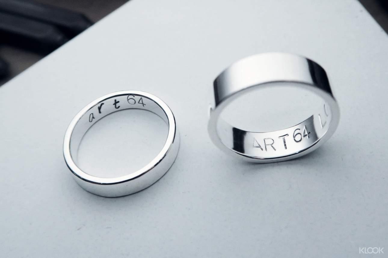 簡約的銀戒指好看又百搭,適合當作重要日子的紀念禮