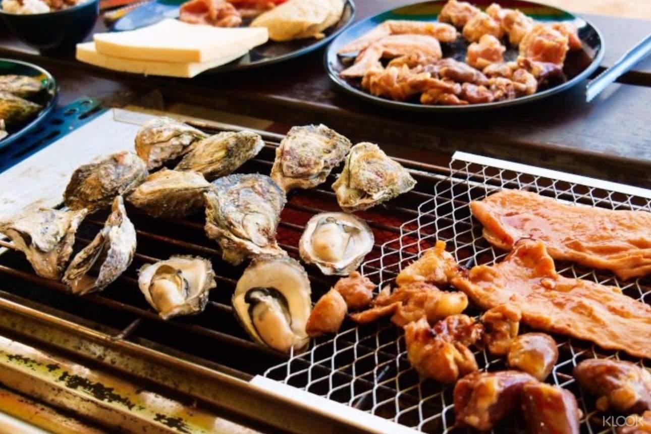 運動完後大啖沙灘BBQ,品嚐美味海鮮,恢復滿滿活力
