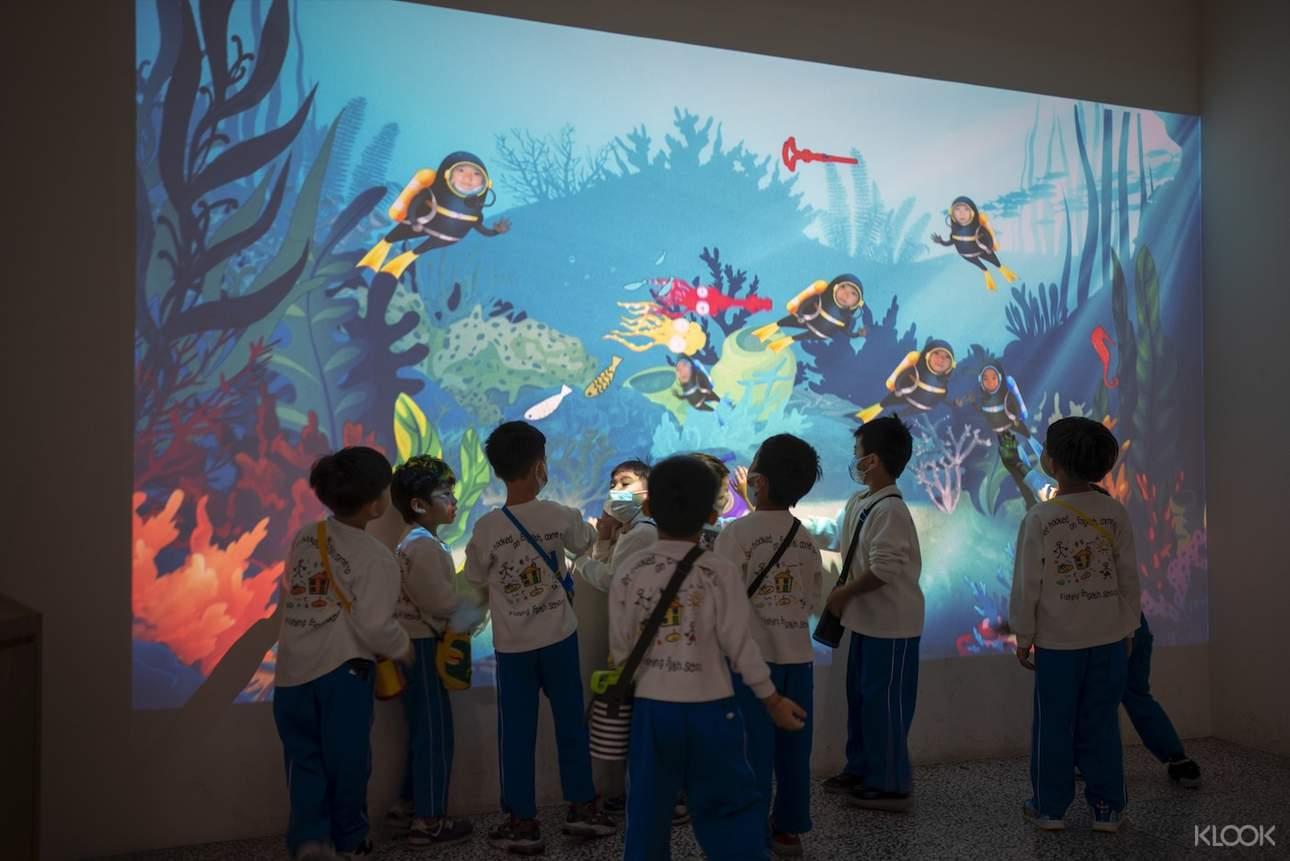除了園區的導覽之外,也設有多媒體VR互動遊戲區,推廣環境教育、海洋教育及海洋生物知識等等