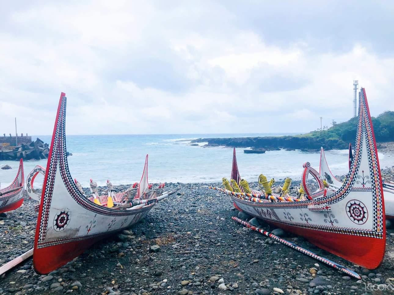 拼板舟造型獨特、線條優美,傳統圖騰「船之眼」極具象徵意義與特色