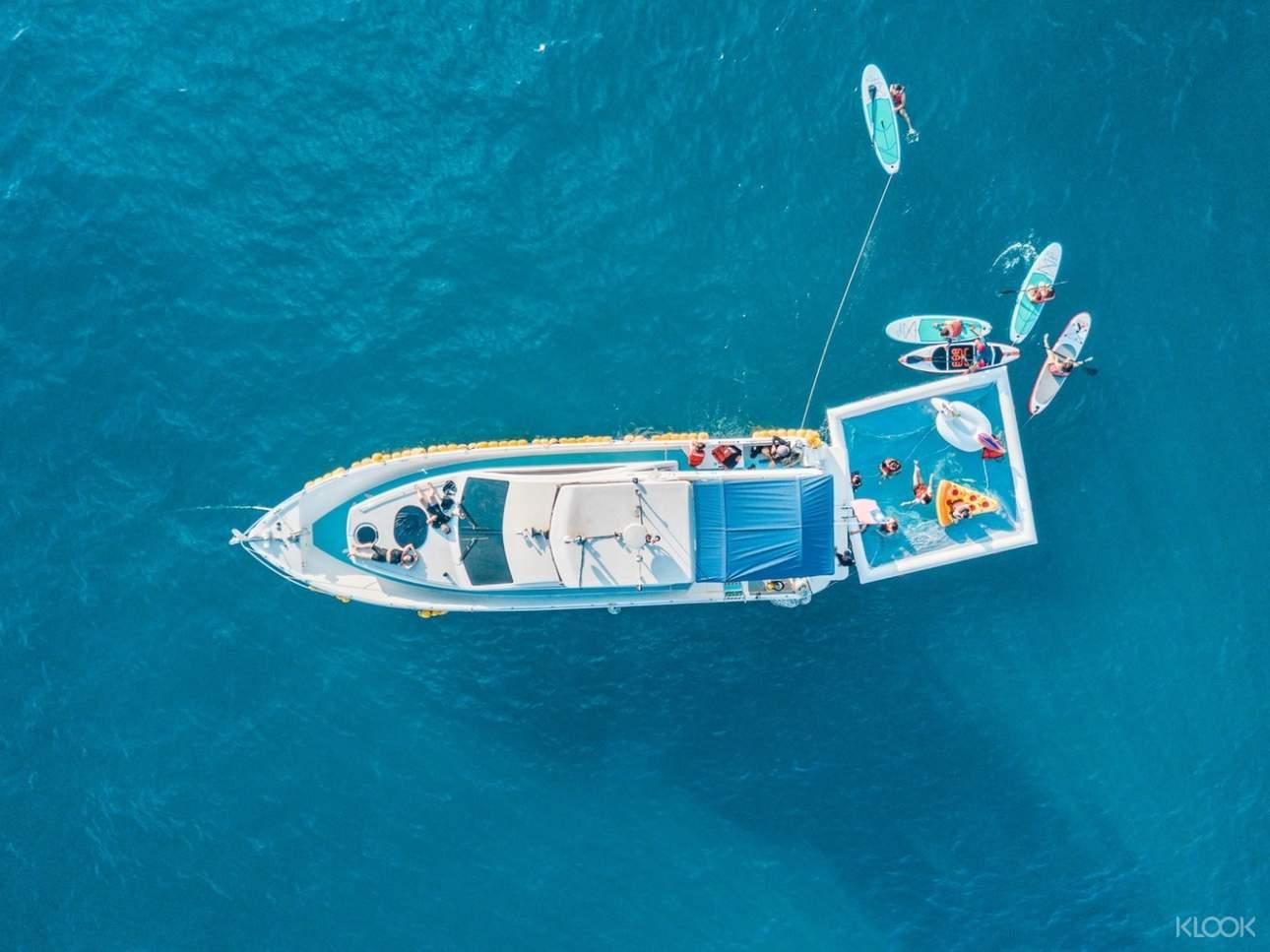 預訂遊艇體驗方案,在海上泳圈中盡情戲水