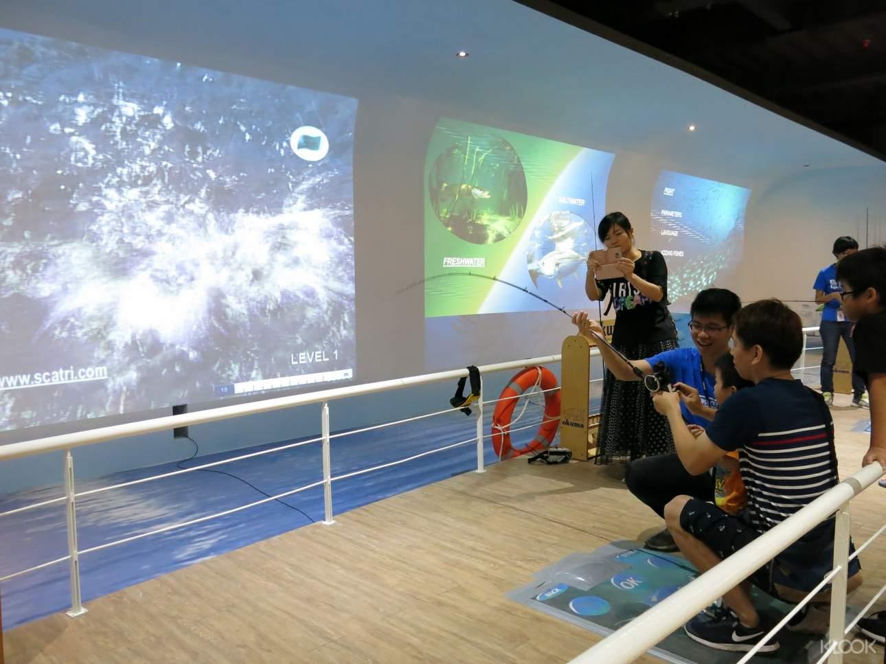 在二樓釣魚故事館的虛擬釣場,不用出海也可以體驗釣魚樂趣!