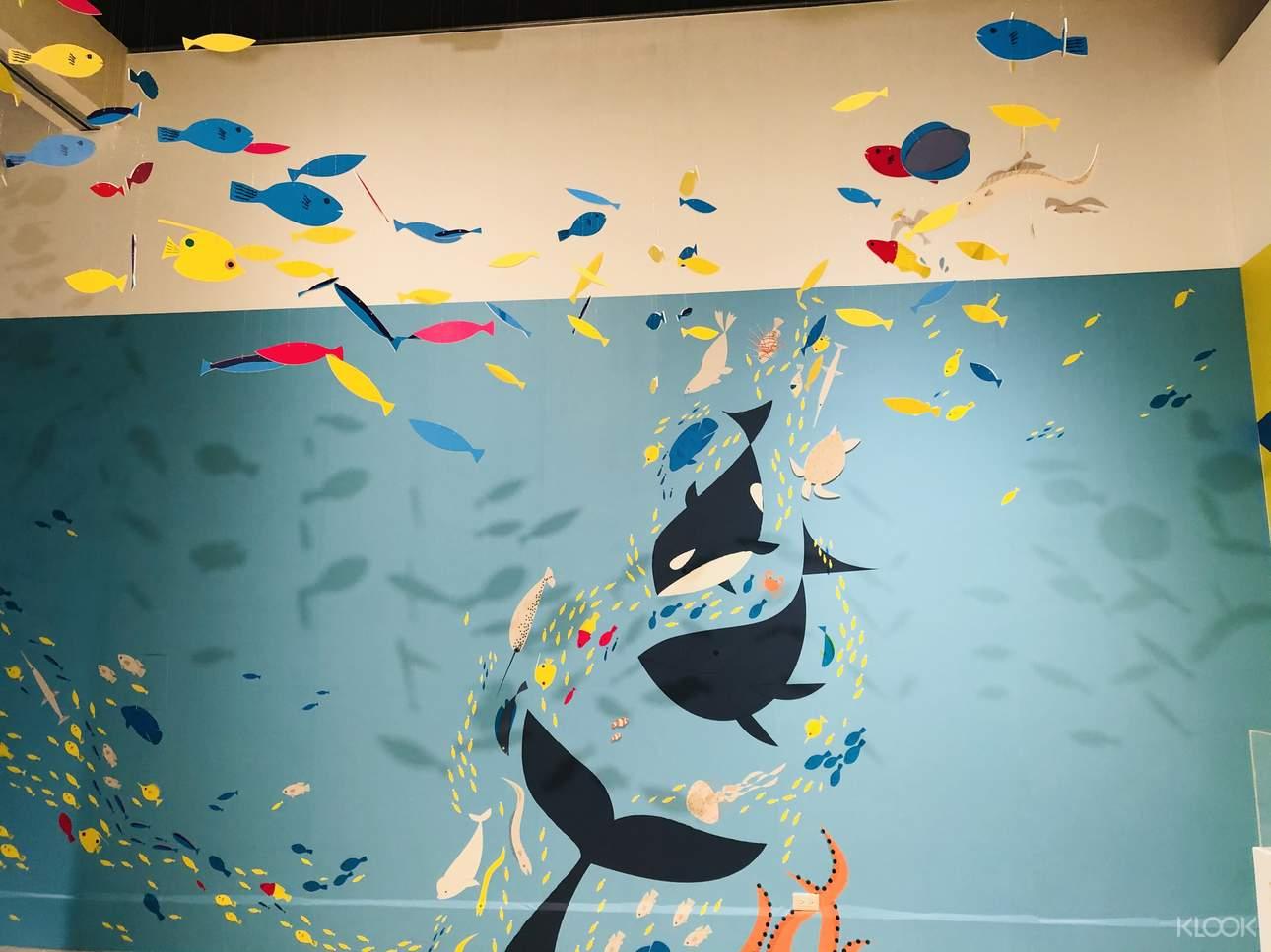 丹麥藝術家HuskMitNavn用一張紙和一隻筆,透過簡單的摺、捲、撕等步驟,創造出「類3D」的互動式作品