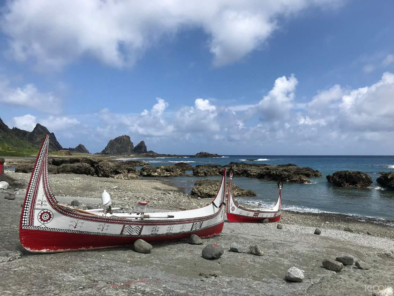 拼板舟以島上多種木材製成,展現蘭嶼人豐富的自然知識與工藝技術