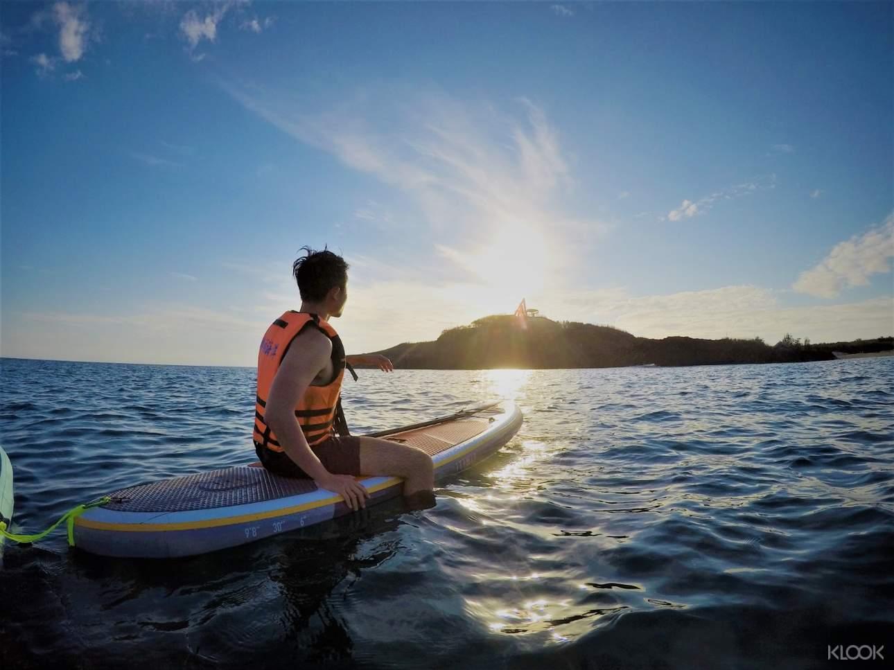 可選擇浮潛搭配SUP體驗,悠閒享受海上時光