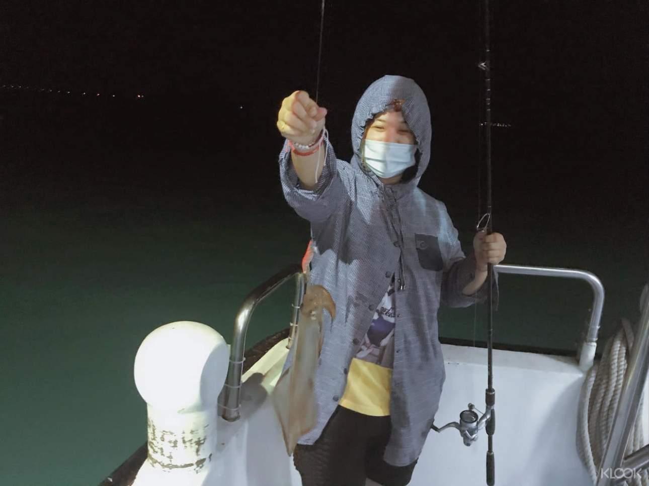 只要憑著一身技巧、運氣與耐心,小管上釣的機率就會大大增加