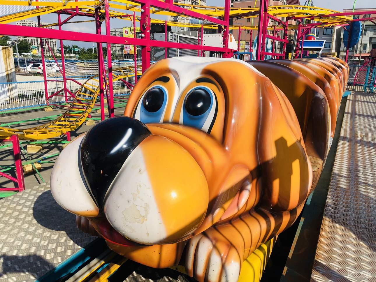 翱翔天際的《狗狗飛車》,適合大人小孩一同玩樂!