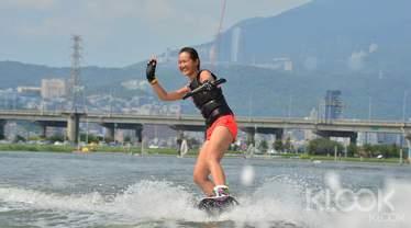台北|微風運河寬板滑水體驗