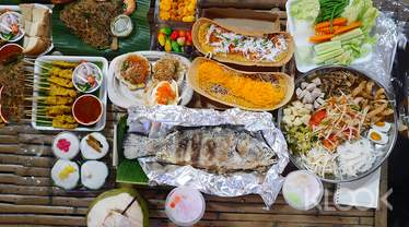 Private Food Discovery Tour by AK Travel