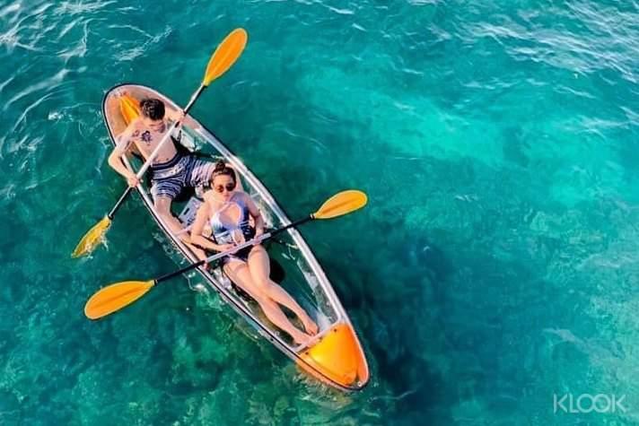 獨特的透明獨木舟,不用下水也可以輕鬆觀看海底美景