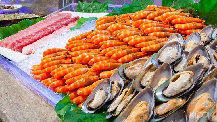 在那魯灣餐廳享用那魯灣自助式晚餐