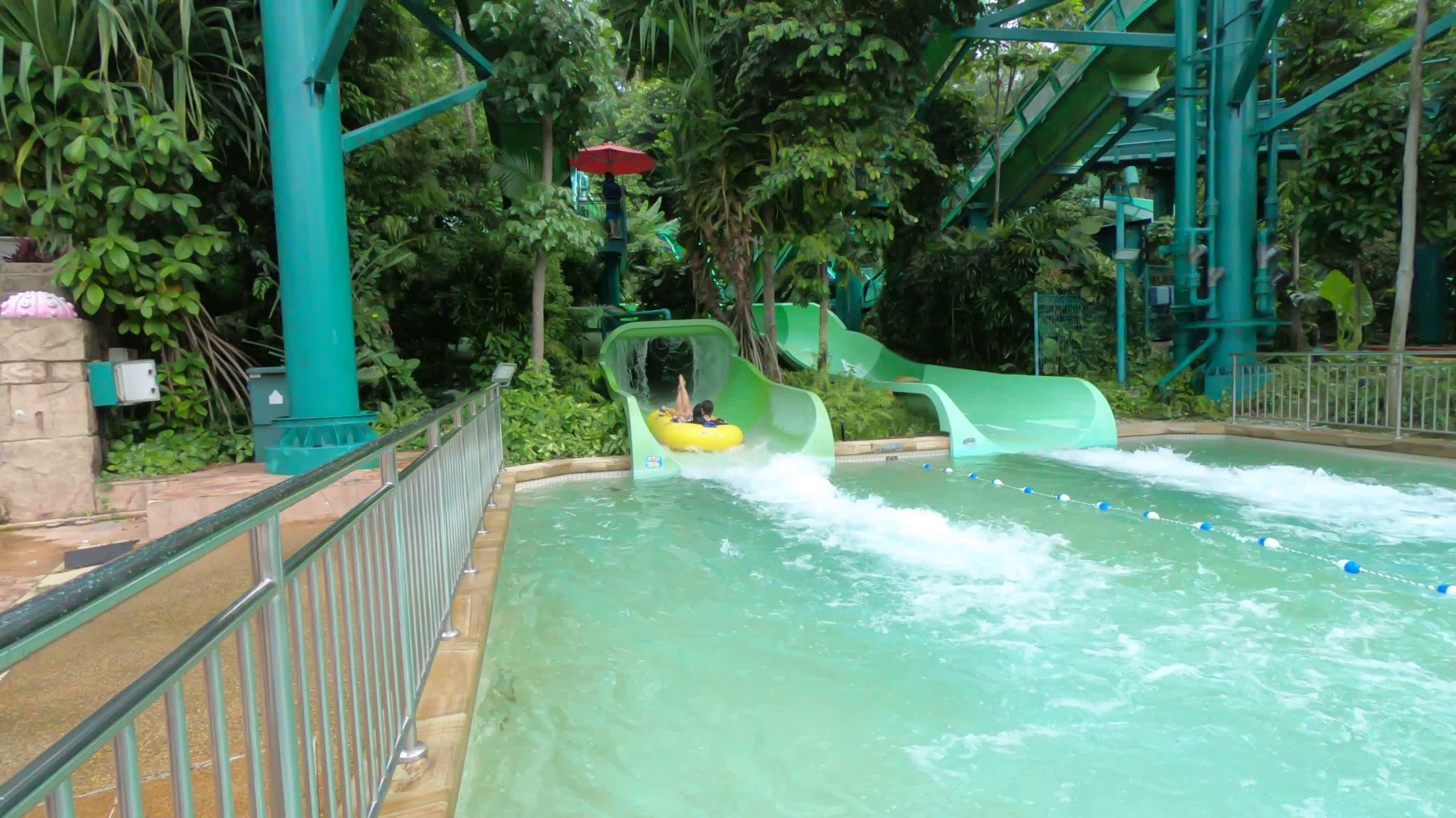 Tried Tested Insider Tips And Tricks To Conquering Adventure Cove Singapore Et Tiket Park Waterpark Klook